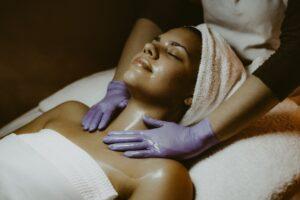 Massage auf einer Liege